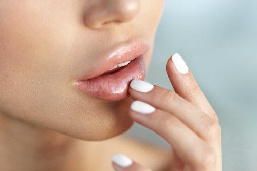 Lippenaufspritzen mit Hyaluron
